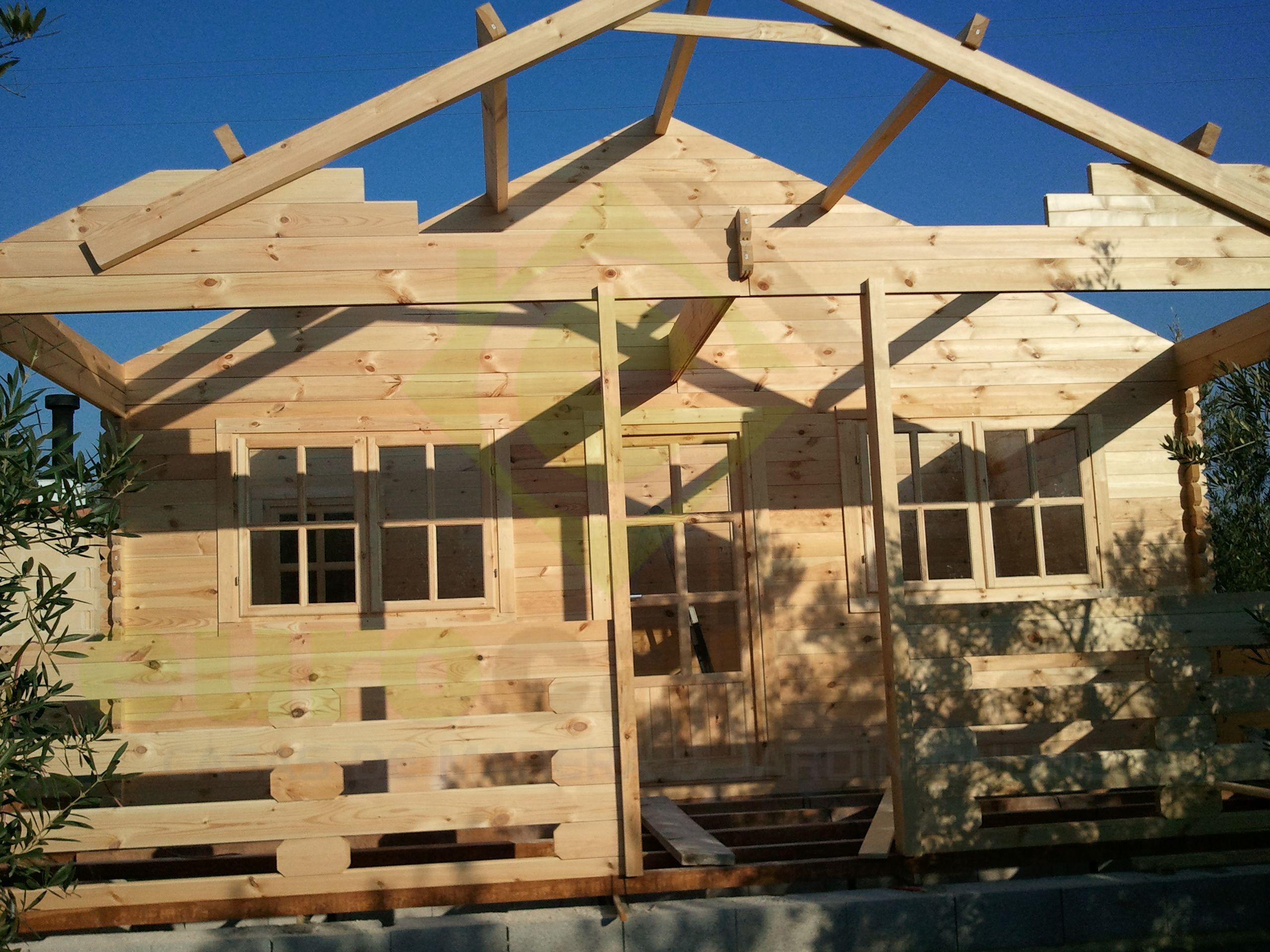 Montaje casa de madera asti en valencia eurocasetas for Montaje tejados de madera