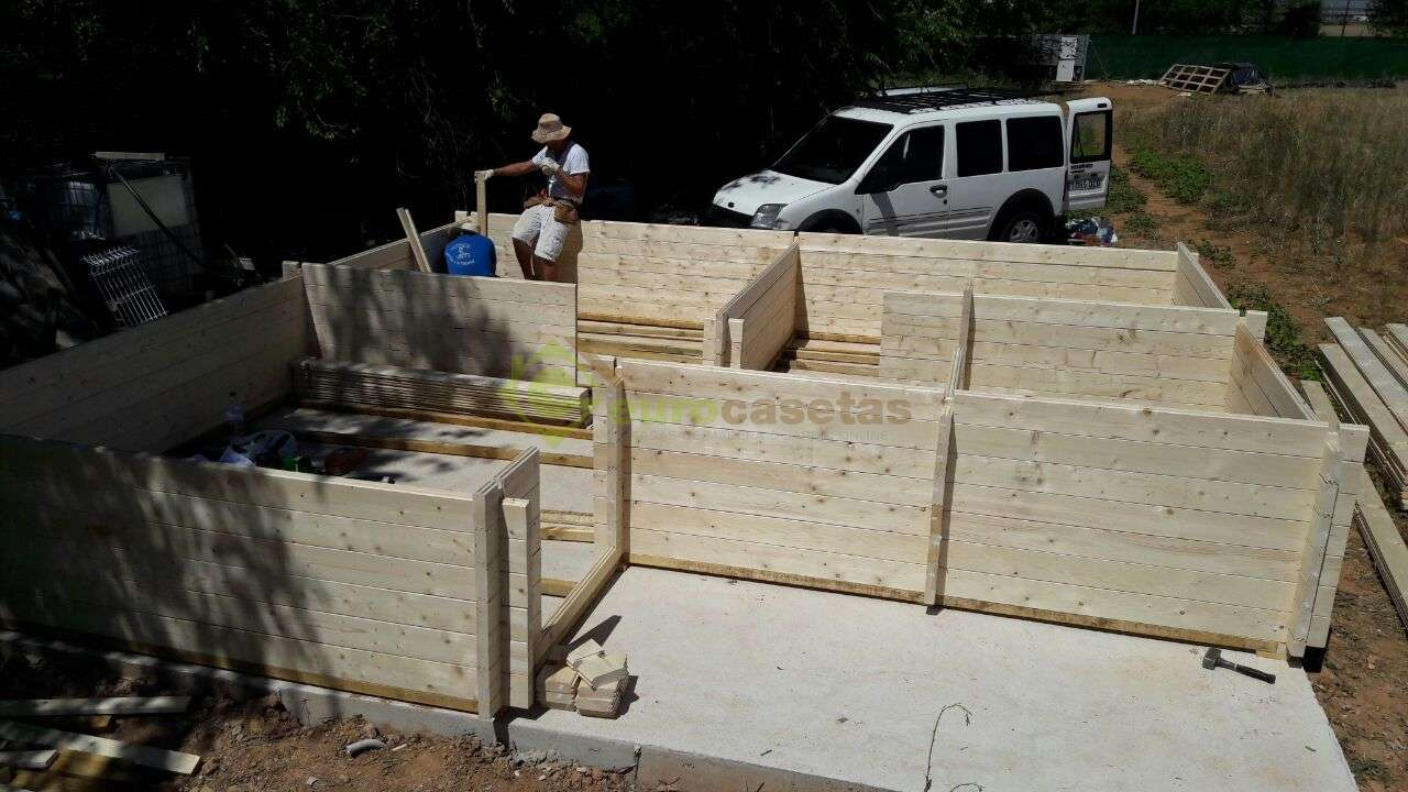 Montaje casa de madera fay en guadalajara eurocasetas for Montaje tejados de madera